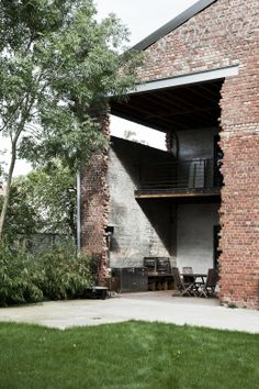 House in Belgium Industrial Architecture, Interior Architecture, Exterior Design, Interior And Exterior, Barn Renovation, Old Houses, Future House, Brick, Building