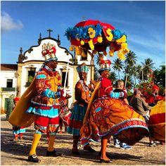 A national celebration day in Portugal named maracatu National Celebration Days, Carnival Festival, Arte Popular, World Of Color, People Of The World, World Cultures, Folklore, South America, Art Reference