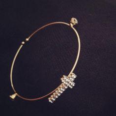 Loucaaaa com essa pulseira! Detalhe da cruz em zircônia e pontos laterais R$ 19,90 Ref. 101 #pulseiras #agenuina #moda #bijoux #pulseirismo #fashion Instagram: @A Genuína Informações: agenuina@gmail.com