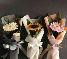 Flowers Bouquet Gift Ideas 48 Ideas For 2019 Boquette Flowers, How To Wrap Flowers, Paper Flowers, Single Flower Bouquet, Felt Flower Bouquet, Tulip Bouquet, Flower Box Gift, Flower Boxes, Paper Bouquet Diy