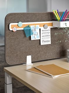 Equipped with tackable and magnetic function, the practical accessory rail allows easy hooking of Organisational tools, keeping important documents, personal items and objects tidy and within hands reach. Modern Office Design, Workplace Design, Office Interior Design, Office Interiors, Open Space Office, Office Workspace, Home Office Desks, Office Decor, Desk Dividers