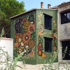 Mural Mandalas by Koraije & Supakitch 's Wall Paint 's Installation / France Mural Wall Art, Mural Painting, House Painting, Murals Street Art, Outdoor Art, Outdoor Walls, Fence Art, Public Art, Yard Art
