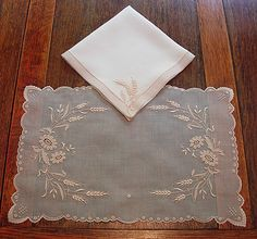 dreaming for marghab linens Jacobean Embroidery, Vintage Embroidery, Embroidery Designs, Drawn Thread, Antique Lace, Cutwork, Needlework, Napkins, Elsa
