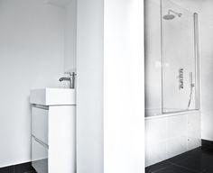 Traditional large white ceramic bathroom tiles