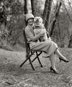 Black and White Old Pictures of Pets Photo Vintage, Vintage Dog, Retro Vintage, Dog Photos, Dog Pictures, Shorpy Historical Photos, Nanny Dog, Smiling Dogs, Tier Fotos