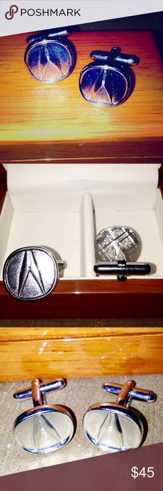 Acura Cufflinks 👌🏽 Acura Cufflinks • Gorgeous & only worn a couple of times! These cufflinks come with the wood grain box. They are like new. Beautiful!👌🏽 EXCELLENT CONDITION 👌🏽 Accessories Cuff Links