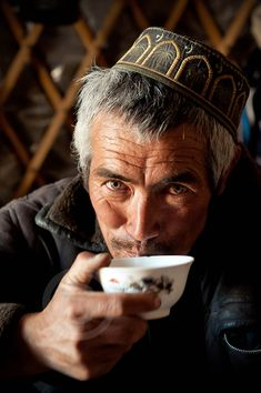 Time to have a tea inside a yurt, it's a tradition all over Asia, here, in Tajikistan stranger is always welcome. Lhasa, Tajikistan Flag, People Around The World, Around The Worlds, Tea Culture, Central Asia, Central States, Human Emotions, Silk Road