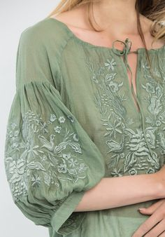 Kurti Embroidery Design, Embroidery Fashion, Saree Blouse Neck Designs, Blouse Designs, Boho Fashion, Fashion Dresses, Womens Fashion, Simple Kurta Designs, Sleeves Designs For Dresses