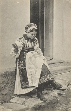 Pavol Socháň: Vyšivkárka v Liptovskej Osade Slovakia Folk Costume, Costumes, Serbian, Vintage Style Dresses, Eastern Europe, Czech Republic, Traditional Outfits, Hungary, Westerns