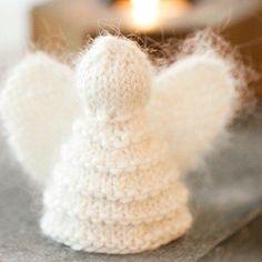 trois modèles de tricot pour Noël à réaliser avec de la laine Drops disponible à l'Atelier de la Création à Paris, Lyon et Boulogne Billancourt.