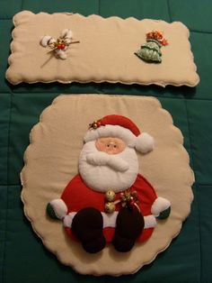 Todos los productos están elaborados a mano, en telas resistentes y durables. Incluye tapa sanitario y tapa agua         1. Juego de Ba... Felt Christmas Decorations, Christmas Diy, Holiday Decor, Christmas Bathroom Sets, Diy And Crafts, Christmas Crafts, Diy Cushion, Diy Pillows, Holidays And Events