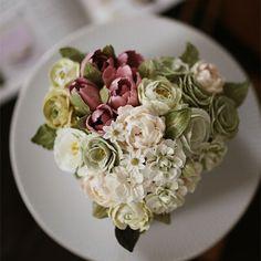 Buttercream flower cake...heart shape  #튤립 #스토크 #라넌큘러스 #버터크림플라워케익 #케이크 #버터크림케이크 #버터크림플라워 #장미 #수선화 #키스더케이크  #꽃 #꽃케이크 #비단꽃향무 #플라워케이크자격증 #hyacinth #flowercake #tulip #stoke #buttercream #baking #edible  #rose #roses #kissthecake  #cake #cakes  #buttercreamflowers #flowers #flower #kissthecake #englishrose