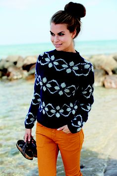 This is gorgeous. Love the color contrast too Knit Cardigan Pattern, Sweater Knitting Patterns, Knitting Designs, Knit Patterns, Fair Isle Knitting, Knitting Yarn, Free Knitting, Wool Shop, Textiles