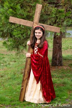 Amazing St Helen Costume for All Saints Day Saint Costume, Eve Costume, Halloween Costumes, Saints For Kids, All Saints Day, Catholic Saints, Catholic Kids, Santa Helena, Fall Harvest Party