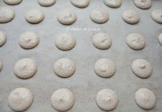 Macarons - Reteta in imagini - DesertdeCasa. Macaroons, Hamburger, Bread, Food, Sweets, Macaroni, Macarons, Brot, Essen