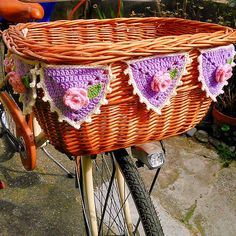 My bunting is finished! Crochet Bunting, Crochet Garland, Crochet Gifts, Free Crochet, Knit Crochet, Bunting Garland, Garlands, Buntings, Bicycle Basket