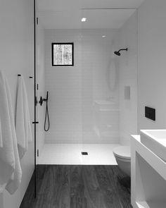 New bathroom door hooks shelves Ideas Minimalist Small Bathrooms, Modern Small Bathrooms, Bathroom Layout, Modern Bathroom Design, Bathroom Colors, White Bathroom, Bathroom Interior, Bath Design, Bathroom Ideas