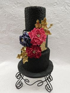 Speckled gold leaf, a pop of bright sugar flowers and gold leaves, set against black fondant with a royal icing net pattern Different Wedding Cakes, Black Wedding Cakes, Themed Wedding Cakes, Gold Wedding, Sugar Flowers, Cake Flowers, Flower Cakes, Wedding Cake Inspiration, Daily Inspiration