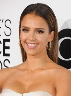 Make a straight and smooth style like Jessica Alba's stand out by tucking both sides behind your ears .#hair #style #brunette