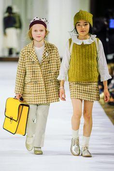 ボンポワン(Bonpoint)2017-18年秋冬コレクション Gallery11 Kids Fashion Show, Kids Winter Fashion, Fashion Week, Girl Fashion, Kids Winter Clothes, Summer Clothes, Chanel Kids, Dior Kids, Cute Girl Outfits