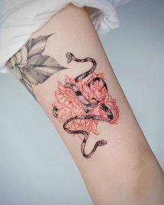 10 Minimalist Tattoo Designs For Your First Tattoo - Spat Starctic Mini Tattoos, Red Ink Tattoos, Flower Tattoos, Body Art Tattoos, Small Tattoos, Sleeve Tattoos, Tatoos, Female Hand Tattoos, Tattoo Son