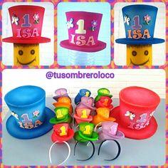 Todo listo para el primer año de Isa. Listo su sombrero, el de papi y mami y los chiquillos sombreros para las amigas. Felicitaciones y que lo disfruten. Creaciones de @tusombreroloco