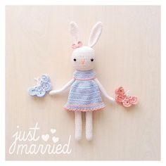 Мисс Банни и бабочки бы помочь красивую даму из свадебных приготовлений .. &  -  @ elifugural  - Описание / шаблон: Kessedji кролик Веревки / Пряжа: DMC природа и 2,5мм