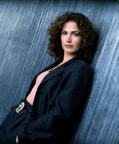 Kim Delaney,she was on NYPD BLUE.i loved that show!