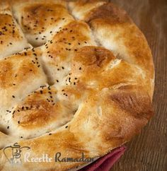 Pain pide turc Russian Recipes, Turkish Recipes, Italian Recipes, Mexican Food Recipes, Ethnic Recipes, Dessert Ramadan, Food Tags, Ramadan Recipes, French Food