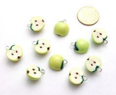 Polymer clay Apples Tutorial.  Not in English though...  But there are pictures!