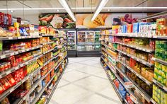8 Major Grocery Chains That Carry Tons of Plant-Based Meat Options Supermarket Shelves, Supermarket Design, One Green Planet, Healthy Snacks For Adults, Healthy Seeds, Imagines, Base Foods, Meals For The Week, Shopping Hacks