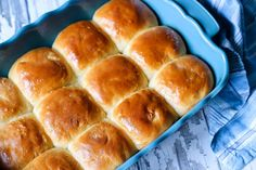 The Best Sweet Yeast Roll Dough I Have Ever Found These homemade rolls are a recipe that will back memories of childhood. It's a basic, old-fashioned yeast roll recipe that you don't want to miss out on! Sweet Yeast Rolls Recipe, Yeast Dinner Rolls Recipe, Roll Recipe, Easy Thanksgiving Recipes, Thanksgiving Potluck, Holiday Recipes, Homemade Dinner Rolls, Bread Rolls, Sweet Bread