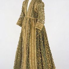 Late Mughal Period costume: Woman's Court Costume: Silk with gold and silver braid and pompoms. India Fashion, Royal Fashion, Empire Fashion, Russian Fashion, Men Fashion, Vintage Dresses, Vintage Outfits, Vintage Fashion, Historical Costume