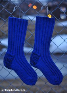 Slitesterke damesokker i ull Knitting Projects, Knitting Patterns, Crochet Pattern, Tardis, Diy And Crafts, Slippers, Socks, How To Make, Loom Knit