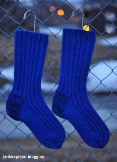 Slitesterke damesokker i ull Knitting Projects, Knitting Patterns, Crochet Pattern, Tardis, Diy And Crafts, Slippers, Socks, Boho, How To Make