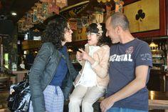 Marta, Elena y José Antonio en el Molly Malone de Pola de Siero durante el vermouth solidario que organizamos para captar fondos para su campaña 'Todos con Elena'