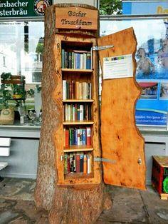 A bookshelf shaped like a tree trunk… what a cut… – … - Bücherregal Dekor Diy Home, Home Decor, Diy Casa, Little Free Libraries, Little Free Library Plans, Decorate Your Room, Log Homes, Rustic Furniture, Furniture Plans
