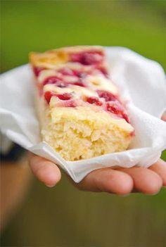 """Johannisbeer-Schmand-Kuchen (Foto und Rezept aus dem Buch """"Blechkuchen - Leckeres aus der Landküche"""")"""