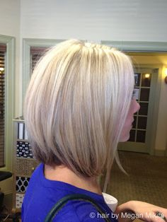longer aline blonde highlights pretty color I really like this cut.but the ones at the shoulder.where it eventually never looks good. Great Hair, Love Hair, Gorgeous Hair, Medium Short Haircuts, Short Hair Cuts, Pretty Hairstyles, Bob Hairstyles, Medium Hair Styles, Short Hair Styles