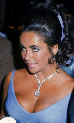 Elizabeth Taylor....A gorgous photo of her in her younger daays.