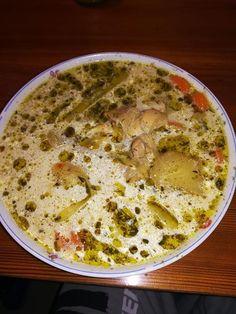 Kapros legényfogó leves, jó sok zöldséggel, fűszeresen ahogy mi készítjük! Soup Recipes, Vegetarian Recipes, Cooking Recipes, Healthy Recipes, Hungarian Recipes, Goulash, Ciabatta, Soups And Stews, Cheeseburger Chowder