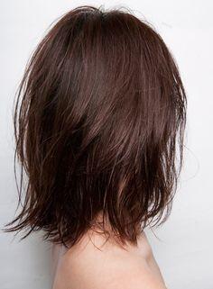 抜け感のあるシースルーレイヤー。前髪も軽めに透け感をだして ウェットな質感に仕上げたヘルシーでプチセクシーなヘアスタイル。重めヘアに飽きた方にオススメです☆