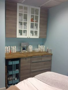 One of the two spa rooms at Vinnie & June! #vinnieandjune #sparoom #dermapen…