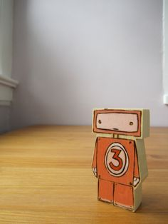 Wooden Robot - cute! someone want to cut some wood for me?