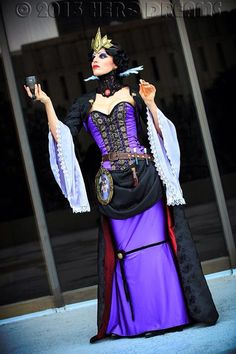 Steampunk Evil Queen by tee-kyrin on DeviantArt Creepy Costumes, Cosplay Costumes, Halloween Costumes, Disney Villain Costumes, Disney Cosplay, Disney Villains, Art Nouveau Disney, Evil Queen Costume, Snow White Evil Queen