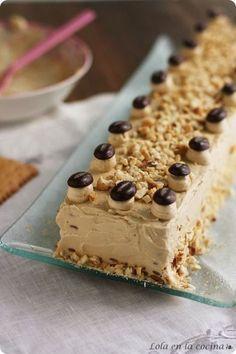 Tarta de galletas con crema de moka.
