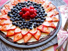 Red, White, and Blue Dessert Pizza - for Memorial Day or 4th of July or just for fun! Yummm!!!