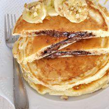 Hellish pancakes stuffed with praline Nutella Pancakes, Yogurt Pancakes, Crepes And Waffles, Recipe Tin, Homemade Pancakes, Sweet Breakfast, Breakfast Ideas, Dessert Recipes, Desserts