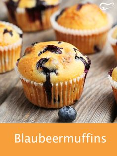 This recipe for juicy blueberry muffins comes from the USA and is also .- Dieses Rezept für saftige Blaubeermuffins kommt aus den USA und ist auch hierzu… This recipe for juicy blueberry muffins comes from … - Cheesecake Recipes, Cupcake Recipes, Pie Recipes, Baking Recipes, Snack Recipes, Snacks, Cupcakes Amor, Streusel Muffins, Good Food