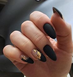10 Glam Matte Nails Ideas With Black Nail Art Designs to Copy In 2020 - Femeline Cute Acrylic Nails, Fun Nails, Pastel Nails, Glitter Nails, Black Nail Art, Black Gold Nails, Matte Nail Art, Blue Nail, Cute Black Nails